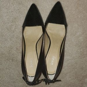 Black w a print on the heel and point, bow on back
